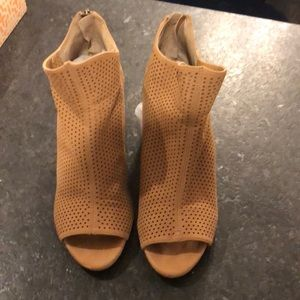 GB Elleh-Vated Nubuck Leather Side CutOut Bootie.